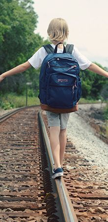 Shaynah of Ruffled Snob shows that you can easily take a navy blue Jansport backpack from class to weekend this back to school season.