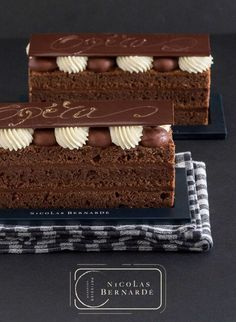 Mini Desserts, French Dessert Recipes, Elegant Desserts, Chocolate Desserts, Potica Bread Recipe, Opera Cake, Best Buttercream Frosting, Dessert Presentation, Food Truck Business