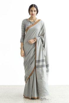 Vahi Vala -Shipping From July-Order Now Simple Sarees, Trendy Sarees, Stylish Sarees, Cotton Saree Designs, Sari Blouse Designs, Casual Saree, Formal Saree, Modern Saree, Saree Photoshoot