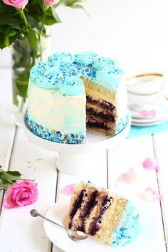 Mustikkatäytekakku on juhlien paras kakku