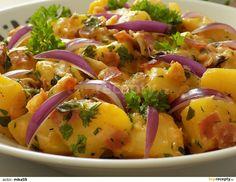 Celé, přibližně stejně velké brambory,  dobře omyjeme, uvaříme do poloměkka (asi 10 minut), scedíme a necháme vychladnout.Studené brambory... Potato Salad, Potatoes, Vegetables, Ethnic Recipes, Food, Potato, Essen, Vegetable Recipes, Meals