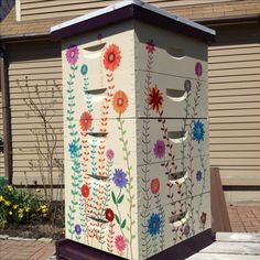 Beehive Design, Bee Design, Bee Hives Boxes, Painted Boxes, Hand Painted, Insect Hotel, Bee House, Bee Farm, Save The Bees