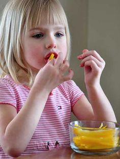How To Teach Your Kids To Eat On Their Own