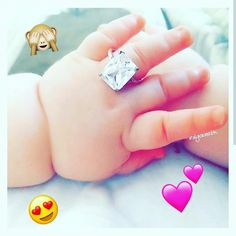 Pin/♡Madiha♡ Cute Little Baby, Little Babies, Baby Love, Baby Kids, Chubby Babies, Funny Babies, Cute Baby Girl Pictures, Baby Photos, Beautiful Hands Images