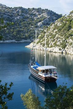 Guests from around the world enjoy spectacular scenery while anchored at Furunoz Bay in the Kekova region of Turkey during a Blue Cruise holiday with Arkadaslik Yachting.