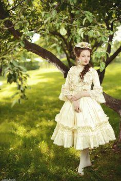 classic lolita. I love this!