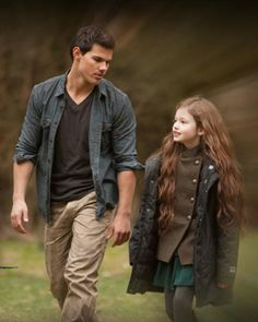 Breaking Dawn Part 2 Renesmee | Breaking Dawn Part 2′ Stills of Jacob, Renesmee, Bella and Edward