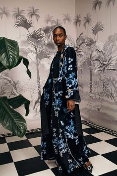 Johanna Ortiz Fall 2018 Ready-to-Wear Fashion Show Collection: See the complete Johanna Ortiz Fall 2018 Ready-to-Wear collection. Look 7 Couture Fashion, Runway Fashion, Fashion Trends, Queen Fashion, Women's Fashion, Paris Fashion, High Fashion, Concept Clothing, Smoking