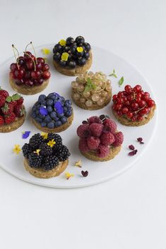 Small Summer Berry Cookie Cakes by Maja Vase