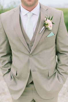 36 Groom Suit That Express Your Unique Styles and Personalities For so long the grooms have been too traditional with their wedding attire, while in 2017 you might see some difference in the groom attire or groom suits. Beach Wedding Groom Attire, Groom And Groomsmen Attire, Groom Suits, Mens Wedding Attire Summer, Beach Attire, Beige Suits Wedding, Wedding Suits For Men, Beach Groom, Wedding Ideas For Groom