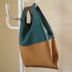 レジ袋のような革袋Pendulum ピーコックブルー
