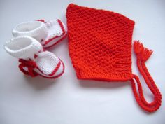 Knitted  Baby  Set  Hat Pixie and Booties  2 to 6 Months