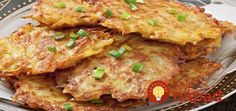 Golden, crispy fried German potato pancakes, also known as Kartoffelpuffer is a potato pancake dish that is hugely popular across Germany and very simple to prepare and cook. Potato Dishes, Potato Recipes, Food Dishes, Onion Cake Recipe, German Potato Pancakes, German Potatoes, Vegetarian Recipes, Cooking Recipes, Easy Family Meals