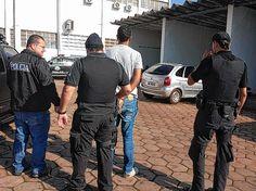 """Polícia Civil faz a maior prisão em série de pedófilos em Bauru e região - """"Essa foi a maior prisão em série de pedófilos de toda a história de Bauru e região"""". É dessa forma que o diretor do Departamento de Polícia Judiciária do Interior 4 (Deinter-4), Marcos Mourão, descreve a segunda fase da Operação """"Peter Pan"""", deflagrada na manhã dessa sexta-feira (2). Por meio dela - http://acontecebotucatu.com.br/regiao/policia-civil-faz-maior-prisao-em-serie-"""