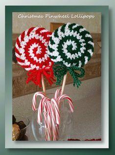 Free crochet pattern for Christmas pinwheel lollipops Crochet Christmas Decorations, Crochet Christmas Ornaments, Crochet Decoration, Christmas Items, Crochet Gifts, Free Crochet, Yarn Crafts, Holiday Crafts, Holiday Crochet Patterns