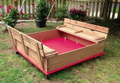 I love that it is on wheels. No weeds, can move it to mow and the seats fold down to make a lid so it isn't a litter box for the neighborhood cats!! :) Now to talk my hubby into making it.