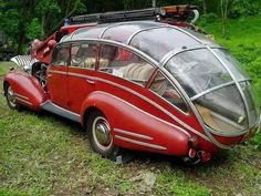 This antique car is actually a fire truck. It's a 1941 Horch 853 Sport Cabriolet purchased in November 1945 by a firefighting team in Brno, Czechoslovakia. Car modders altered it so that it could deliver 6 people and hoses quickly to the scene of a fire. Strange Cars, Weird Cars, Cool Cars, Classic Trucks, Classic Cars, Chevy Classic, Bmw Autos, Cabriolet, Unique Cars