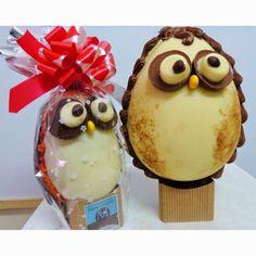 Me Encanta el Chocolate: COMO HACER HUEVOS DE PASCUA CASEROS?' Easter Candy, Easter Treats, Easter Eggs, Biscuits, Mickey Cakes, Cupcake Cookies, Cupcakes, Cake Pops, Cake Decorating
