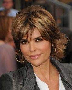 Lisa-Rinna-Layered-Hairstyle-with-Bangs.jpg (500×626)