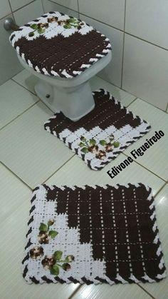 Jogo de banheiro Owl Bathroom, Bathroom Sets, Crochet Flower Patterns, Crochet Flowers, Tapetes Diy, Crochet Baby, Knit Crochet, Crochet Sunflower, Crochet Diagram