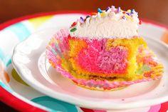 Si vas a organizar una fiesta de cumpleaños, dar cupcakes así a tus invitados sería un lindo detalle.