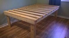 22 spacious DIY platform bed plans for every tight budgetHow to easily build a beautiful DIY bed frame & wood headboard. Free DIY bed plan and variations of king, queen and double beds, the best Diy Platform Bed Plans, Queen Size Platform Bed, Bed Platform, Twin Platform Bed Frame, Pallet Platform Bed, Murphy-bett Ikea, Cama King, Diy Bett, Diy Bed Frame