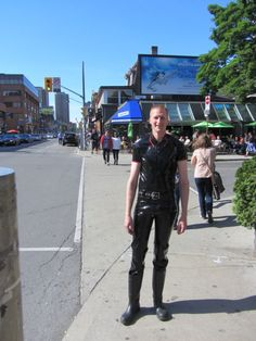 Wellies on a sunny day in downtown Toronto; poor guy must be melting in that latex gear Latex Men, Heavy Rubber, Sunnies, Leather Pants, Downtown Toronto, Punk, Mens Fashion, Boots, How To Wear