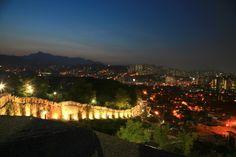 600년 전 한양도성을 환하게 밝힌 서울 낙산공원의 고풍스런 야경