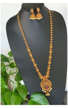 Gold Mangalsutra Designs, Gold Earrings Designs, Gold Jewellery Design, Necklace Designs, Gold Haram Designs, Wedding Jewelry Simple, Gold Jewelry Simple, Indian Wedding Jewelry, Antique Gold