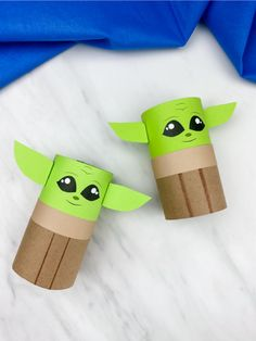 If your kids are Mandalorian or Star Wars fans, they'll want to make this DIY Baby Yoda craft. It's a simple paper craft that uses toilet paper roll cores. Download the free printable template and make today! #simpleeverydaymom #babyyoda #babyyodacrafts #yodacrafts #kidscrafts #craftsforkids