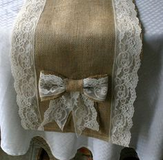 Burlap and lace table runners.