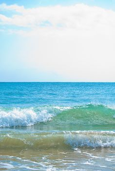 Sunny day and ocean waves Ocean Pictures, Surfing Pictures, Seascape Paintings, Landscape Paintings, Wave Illustration, Waves Photography, Sea Waves, Sea And Ocean, Beach Scenes