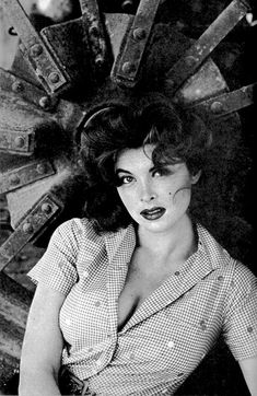 vintage everyday: Tina Louise: Beautiful Redhead Ginger – Glamorous Portrait Photos in Beginning Days of Her Career Tina Louise, Timeless Beauty, Classic Beauty, Classic Elegance, Classic Hollywood, Old Hollywood, Hollywood Glamour, Ginger Grant, Star Wars