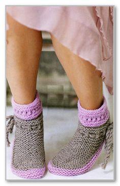 Вязание спицами. Короткие двухцветные носки на завязке. Размеры: 30(38-39)