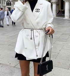 # Frau Taschen Mode Louis Vuitton - My Bag Ideas Urban Outfitters Outfit, Look Fashion, High Fashion, Street Fashion, 80s Fashion, French Fashion, Winter Fashion, Mode Outfits, Fashion Outfits
