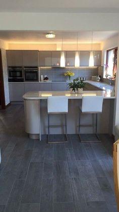 Kitchen Room Design, Modern Kitchen Design, Kitchen Layout, Home Decor Kitchen, Interior Design Kitchen, Kitchen Ideas, Open Plan Kitchen Dining Living, Open Plan Kitchen Diner, Living Room Kitchen