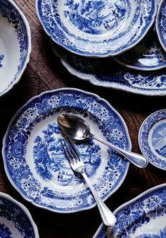 kitchen / blue / white / crockery / plates / cutlery / home / living / Blue And White China, Blue China, Love Blue, Delft, Blue Dishes, White Dishes, Attic Remodel, Attic Renovation, Himmelblau