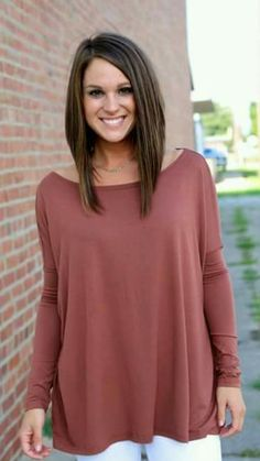 13 Amazing Chocolate Brown Hair Colors For Spring 2018 13 erstaunliche schokoladenbraune Haarfarben Inverted Bob Hairstyles, Long Bob Haircuts, Long Bob Hairstyles For Thick Hair, Chocolate Brown Hair Color, Brown Hair Colors, Hot Chocolate, Medium Hair Styles, Short Hair Styles, Spring Hairstyles