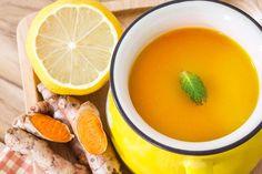 Ten napój imbirowo-kurkumowy z dodatkiem miodu, octu jabłkowego, cynamonu, pieprzu i soku z cytryny jest doskonały na oczyszczanie organizmu. Poznaj przepis