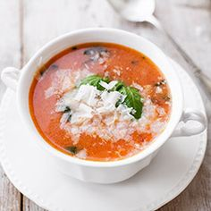 Tomato Basil Soup w/ Parmesan & Rice Veggie Recipes, Soup Recipes, Vegetarian Recipes, Veggie Food, Tomato Basil Soup, Creative Food, I Foods, Food Styling, Food Inspiration