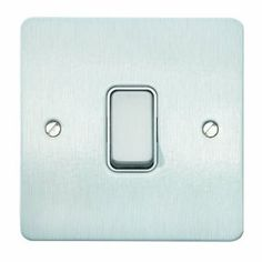 MK Edge K14371BRCW 20A Single Pole 2-Way Single Switch - Brushed Chrome: Amazon.co.uk: DIY & Tools