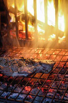 Rare rump sliced with salt and lemon juice Braai Recipes, Rump Steak, Steak Cuts, Just Cooking, Catering, Juice, Salt, Lemon, Country