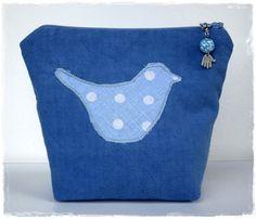 Kosmetiktasche Blau mit Applikation Vogel von MargritliDesign, €19.90