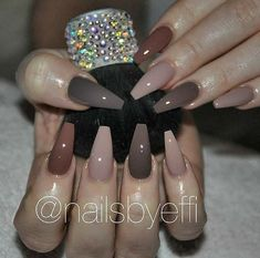 """If you're unfamiliar with nail trends and you hear the words """"coffin nails,"""" what comes to mind? It's not nails with coffins drawn on them. Although, that would be a cute look for Halloween. It's long nails with a square tip, and the look has. Mauve Nails, Pink Nails, My Nails, Neutral Nails, Nails On Fleek, Gorgeous Nails, Pretty Nails, Fall Nail Colors, Manicure Colors"""