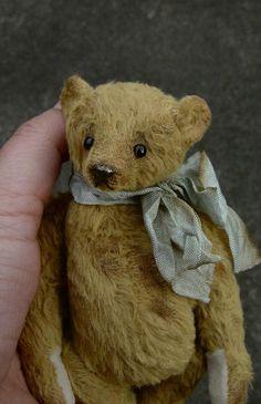 Sage One Of a Kind Vintage Styled Artist Bear by door aerlinnbears