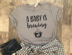 A Baby Is Brewing Shirt – Halloween Pregnancy Shirt – Halloween Pregnancy Announcement Shirt Ahhhahaha ja bitte ❤❤ Halloween Pregnancy Shirt, Halloween Pregnancy Announcement, Pregnancy Info, Pregnancy Announcements, Pregnancy Belly, Pregnancy Quotes, Early Pregnancy, Baby Announcement Shirt, Cute Pregnancy Shirts