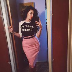 Beat It Creep Baseball Shirt with Pencil Skirt Passion For Fashion, Love Fashion, Retro Fashion, Girl Fashion, Vintage Fashion, Fashion Outfits, Rockabilly Outfits, Rockabilly Fashion, Rockabilly Girls