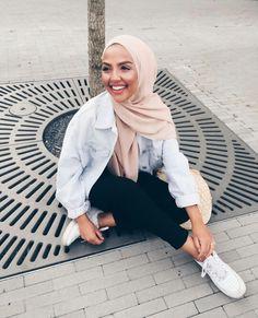 Ideas how to wear denim jacket hijab for 2019 Modern Hijab Fashion, Hijab Fashion Inspiration, Muslim Fashion, Modest Fashion, Hijabs, Modest Outfits, Casual Outfits, How To Wear Denim Jacket, Outfit Look