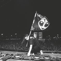 Skrillex is my favorite music artist and one of the greatest EDM performers of all time. Saved from: fbcdn-photos-c-a.akamaihd.net URL: https://www.pinterest.com/pin/768286017651269362/