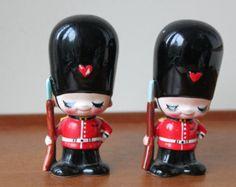 Jahrgang liebenswert britischen königlichen Garde Salz & Pfefferstreuer, hergestellt in Japan Kawaii